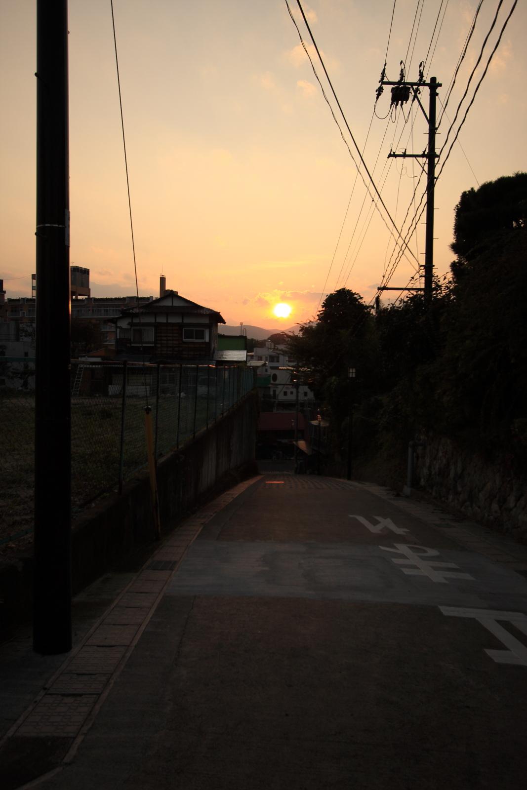 soku_05070  自然 風景 夕焼け 日没 建物 夕日 by 飯坂温泉