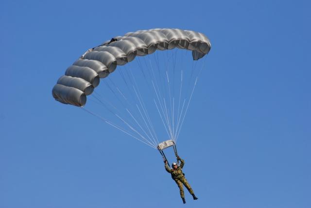 soku_00395.jpg :: 陸上自衛隊 習志野第一空挺団 パラシュート 降下