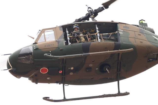 soku_34793.jpg :: 習志野空挺降下訓練始め/UH-1J