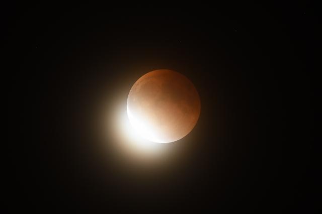 soku_35616.jpg :: 風景 自然 天体 月 皆既月食 皆既明け