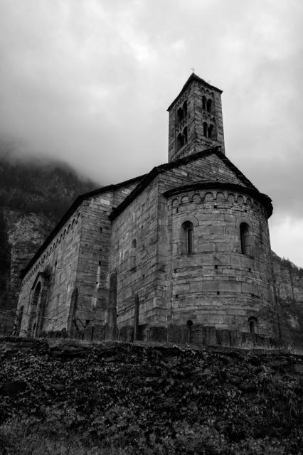 soku_35880.jpg :: 教会 白黒 風景 街並み 郊外の風景 外国 モノクロ ジョルニコ サン・ニコラ