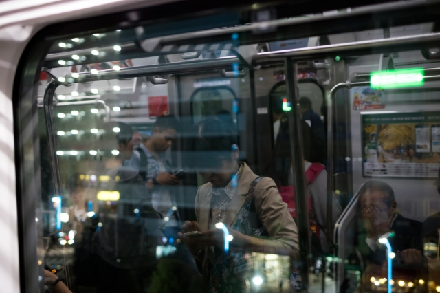 soku_36273.jpg :: 電車 人物 鏡像 (^-^) 風景 街並み 都市の風景 駅 乗り物 交通 鉄道