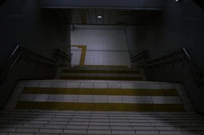 soku_00393.jpg :: 建築 建造物 都市 街 階段 地下鉄