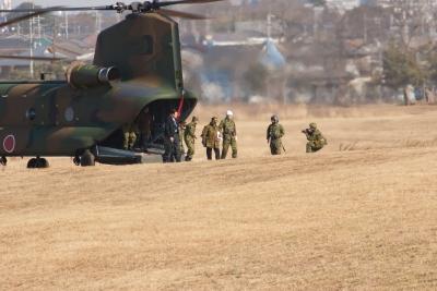 soku_00679.jpg :: 習志野第一空挺団 北沢防衛相 防衛大臣旗 チヌーク CH-47J