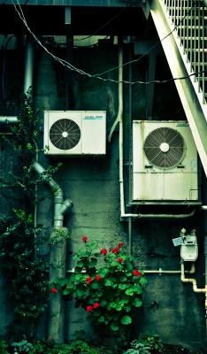 soku_01122.jpg :: 建築 建造物 裏通り エアコン室外機