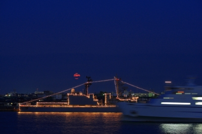 soku_01377.jpg :: 新潟市 山の下埠頭 DD-154 あまぎり Amagiri 海上自衛隊 護衛艦 自衛艦 電灯艦飾 月 十六夜 by Niigata