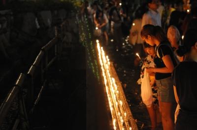 soku_01581.jpg :: D5000 夜景 火 蝋燭 緑の光はゴースト