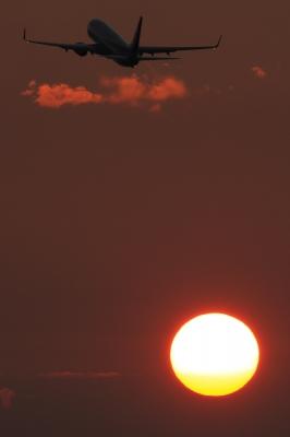 soku_02086.jpg :: 飛行機 ヒコーキが足りない 自然 風景 夕日 夕焼け 日没 by KIJ EOS 1DMkⅢ