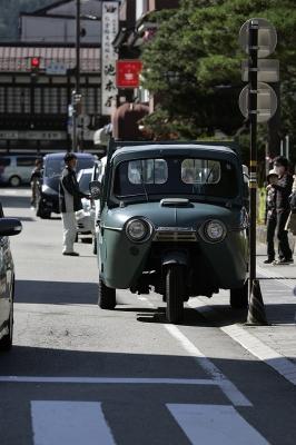 soku_02255.jpg :: 建築 建造物 街 道路 乗り物 自動車 オート三輪