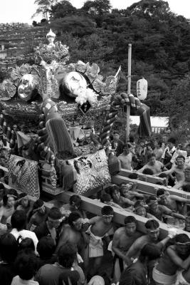 soku_03651.jpg :: 祭り 神輿 モノクロ