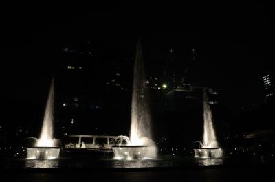 soku_05538.jpg :: 水 噴水 水しぶき 建築 建造物 夜景
