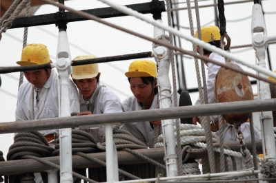 soku_05568.jpg :: 帆船 海王丸 海洋練習船 名古屋港 マスト 水夫 実習生 セイルドリル 展帆訓練