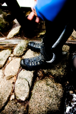 soku_05943.jpg :: 人物 ボディパーツ 足 靴 登山靴