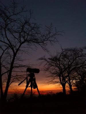 soku_06726.jpg :: カメラ機材 カメラ 三脚 風景 自然 空 朝焼け