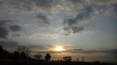 soku_08101.jpg :: 2012/1/1 宮島SA (上り) 風景 自然 空 朝日 朝焼け 日の出 正月 元旦 初日の出