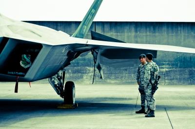 soku_08119.jpg :: 乗り物 交通 航空機 飛行機 F.22 ラプター 戦闘機 横田基地