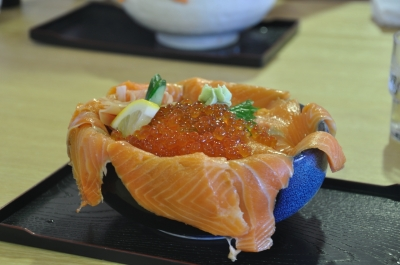 soku_08610.jpg :: 食べ物 和食 丼 親子丼 サーモン イクラ