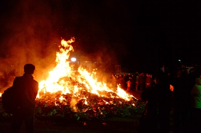 soku_08636.jpg :: 宗教 どんと祭 寺社仏閣 火 炎