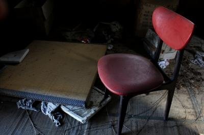 soku_09148.jpg :: 廃墟 畳 椅子