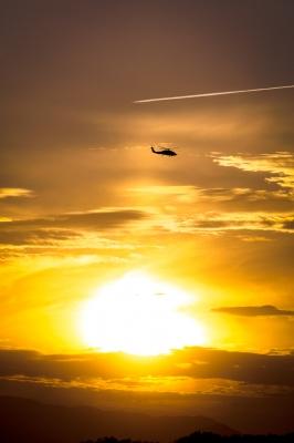 soku_09642.jpg :: 乗り物 交通 航空機 飛行機 風景 自然 空 夕日 夕焼け 日没