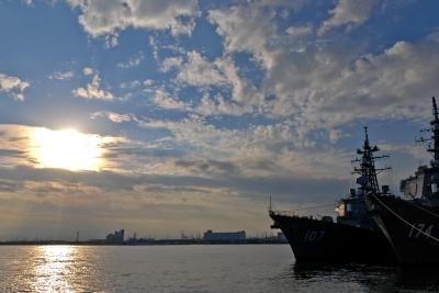 soku_09659.jpg :: 乗り物 交通 船 護衛艦 海上自衛隊 DD.107 いかづち Ikazuchi DDG.174 きりしま Kirishima 逆光