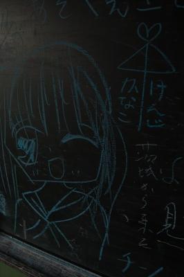 soku_09832.jpg :: 風景 街並み 学校 廃校 黒板 落書き