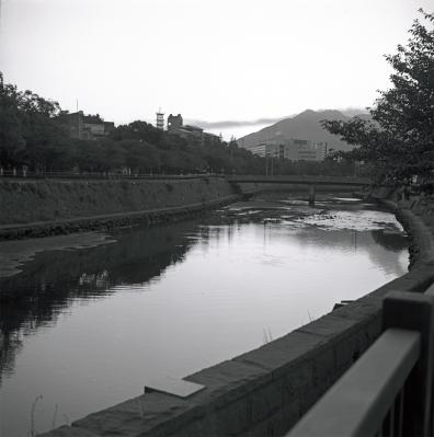 soku_09979.jpg :: 風景 自然 川 橋 銀塩 フイルム モノクロ 白黒