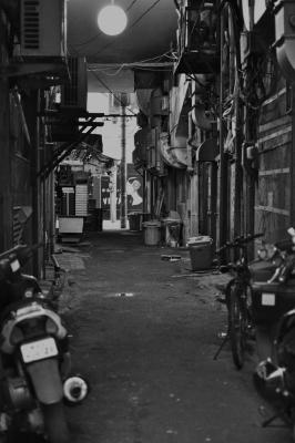 soku_10000.jpg :: 風景 街並み 都市の風景 路地裏 モノクロ