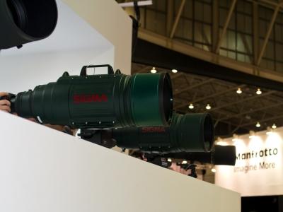 soku_10232.jpg :: CP+ シーピープラス SIGMA ブース カメラ機材 レンズ エビフライ SIGMA APO 200.500mm F2.8/400.1000mm F5.6 EX DG