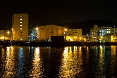 soku_10434.jpg :: 米海軍 横須賀基地(横須賀本港) 海上自衛隊 乗り物 交通 船 潜水艦 夜景