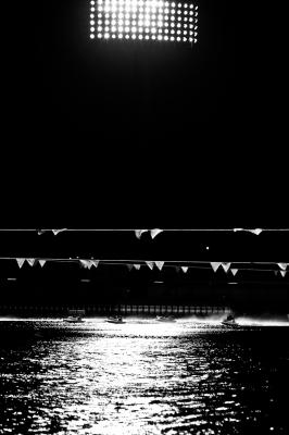 soku_10712.jpg :: 乗り物 交通 船 ボート 競艇 モノクロ