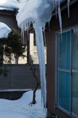 soku_10724.jpg :: 住宅 一軒家 軒先 氷柱