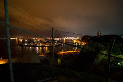 soku_10845.jpg :: 海上自衛隊 横須賀基地 吉倉桟橋 夜景 金網