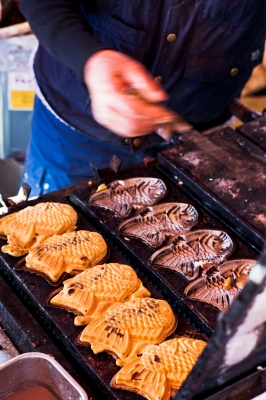 soku_11588.jpg :: 屋台 食べ物 お菓子 デザート スイーツ 和菓子 たい焼き