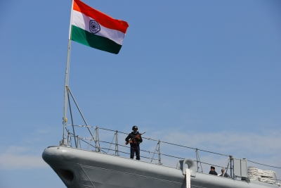 soku_11605.jpg :: インド海軍 भारतीय नौसेना, Bharatiya Nau Sena Indian.Navy 艦艇 一般公開 横須賀本港 吉倉 D-60 mysore マイソール 警備要員