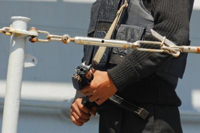 soku_11606.jpg :: インド海軍 भारतीय नौसेना, Bharatiya Nau Sena Indian.Navy 艦艇 一般公開 横須賀本港 吉倉 D-60 mysore マイソール 警備要員