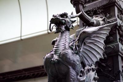 soku_12520.jpg :: 風景 街並み ランドマーク 銅像 龍 ドラゴン