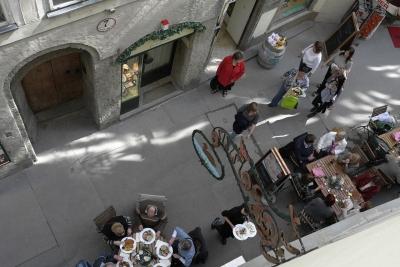soku_12896.jpg :: 海外 欧州 オーストリア 風景 街並み 店舗 飲食 レストラン