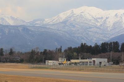 soku_14345.jpg :: 金北山 航空自衛隊佐渡分屯基地 レーダーサイト 風景 自然 山 雪山 飛行機 ヒコーキが足りない by SDS
