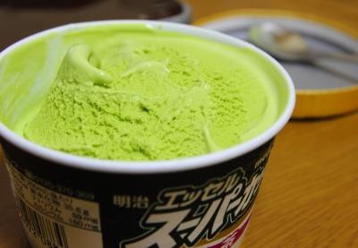 soku_14631.jpg :: 明治エッセルスーパーカップ ラクトアイス 食べ物