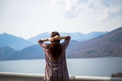 soku_15376.jpg :: 人物 女性 若い女性 風景 自然 山
