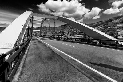 soku_15513.jpg :: モノクロ 風景 橋 雲