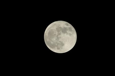 soku_15872.jpg :: ノートリ 2.0+1.4 ダブルテレコン 35mm換算1092mm F15.6 風景 自然 天体 月 満月 フルフルフルムーン by Niigata