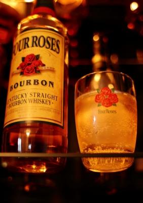 soku_16453.jpg :: 酒 ウイスキー バーボン 四薔薇
