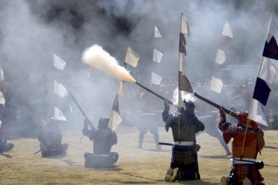 soku_16515.jpg :: 祭り 仙台 青葉まつり 武士 鎧兜 火器 銃 火縄銃 空砲発射