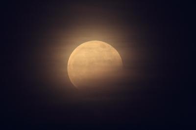 soku_17137.jpg :: 部分月食 ノートリ 2.0+1.4 ダブルテレコン 35mm換算1092mm F11.2 風景 自然 天体 月 満月 フルフルフルムーン by Niigata