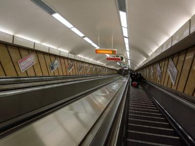 soku_18428.jpg :: ハンガリー ブダペスト 地下鉄