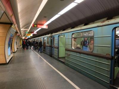 soku_18430.jpg :: ハンガリー ブダペスト 地下鉄