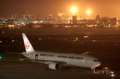 soku_19281.jpg :: 乗り物 交通 航空機 飛行機 旅客機 オリンピック記念塗装 がんばれニッポン 夜景