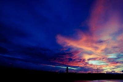 soku_19976.jpg :: 風景 自然 空 夕日 夕焼け 日没 風車